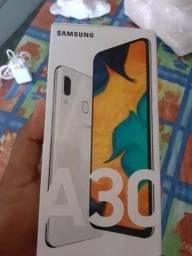 Vendo celular A30 Branco Posso dividir em até 2x no cartão