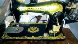 Máquina de costura, revisada e com garantia R$:380,00