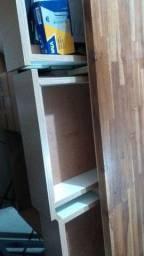 Balcão de madeira pra atendimento