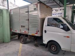 Caminhão hyundai com bau