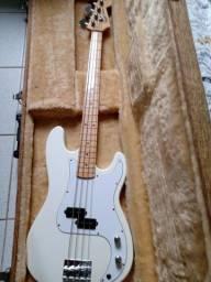 Baixo Fender Precision