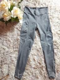 Calça Legging Cinza, feita com poliamida
