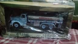 Miniatura caminhão pipa
