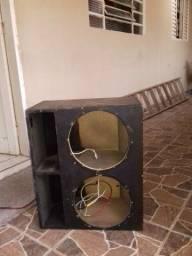 Vende-se essa caixa de som para uso de 2 auto falantes esta perfeitamente pronta pra uso