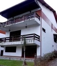 Título do anúncio: Linda casa em condomínio fechado, em loca privilegiado,( Comary Teresópolis.