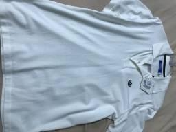 Polo Adidas Originals na etiqueta