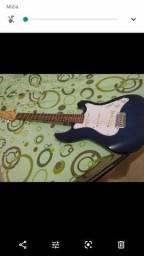 Vendo guitarra bem conservada zap barreiras Bahia