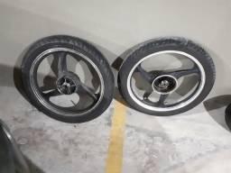 YBR 125 3 Rodas 2 boas uma Ruim, e 3 pneus 2 bons 1 ruim