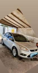 Focus sedan 13/13 manual. 74.000 km. Segundo dono.