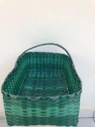 Cestas e cestos feito com material reciclado.