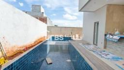 Título do anúncio: Casa de condomínio térrea para venda possui 227 metros quadrados com 3 quartos