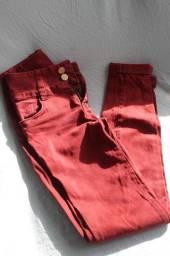Calça jeans grená