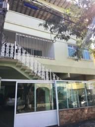 Ampla Casa com 04 Quartos em Maruípe
