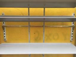 Gondola de parede. Ótimo para lojas e sapatarias