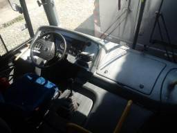 Ônibus em ótimo estado - 2011
