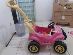 Carrinho infantil com pedaleira