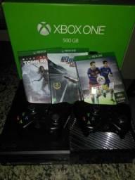 Vendo Xbox One, com 2 controles, 3 jogos