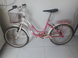 Bicicleta bem conservada tem 5 meses que não usa,esta so esta com poeira.
