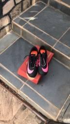 Chuteira Nike impermeável n 40