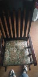 Cadeira de Balanço em madeiea