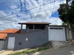 Aluga-se casa no bairro Jatobá em Pouso Alegre-MG