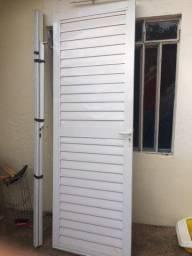 Porta externa em alumínio sem defeitos