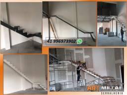 Título do anúncio: Escada em ferro com degrau madeira,  escada caracol,  escada reta.