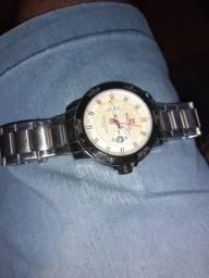 Vendo um relógio