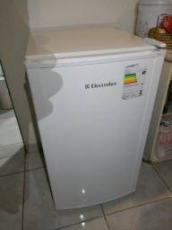 Frigobar Electrolux re120