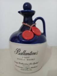 Amtiga garrafa de whisky ballantines