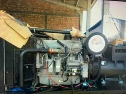Grupo gerador a diesel 699/637 kva motor perkins