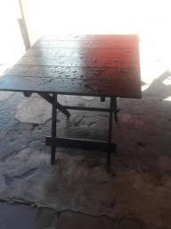 Vendo 3 conjunto de mesas maracatiara com um mês de uso