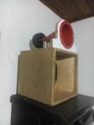 Caixa de som médio grove