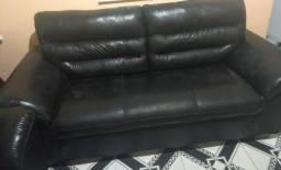 Vende-se sofá de 3 lugares semi-novo em excelente estado de conservação.