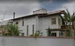 Casa alto padrão com 04 dormitórios sendo 03 suítes com piscina no bairro da Lagoa da Conc
