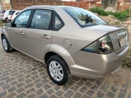 Fiesta sedan Extra!!! - 2013