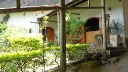 Bonita residência Retiro. Ótima Localização no Vale dos Esquilos