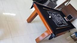 Mesa Madeira de Redes Cor Imbuia Tecido Preto Logo Jack Daniels Mod. GZMZ1405