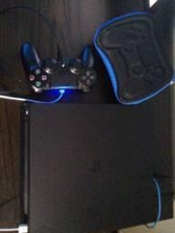 Playstation 4 com uma manete com estojo para manete com 4 jogos p