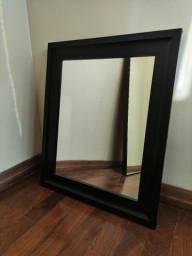 Espelho com moldura preta