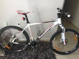 Bicicleta cannondale aro 26, suspensao rock shox recon e pecas shimano XT