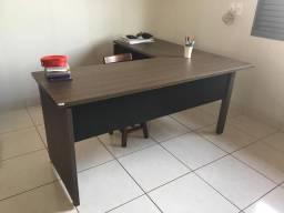 Mesa + 4 armários/estantes para escritório - excelente negócio