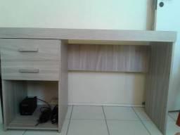 Mesa de escritório e quarto