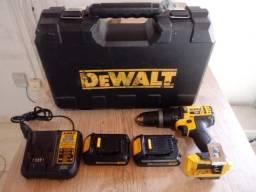 Furadeira/Parafusadeira de Impacto Dewalt com 2 baterias 20v - DCD785