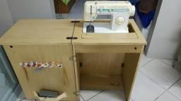 Máquina de Costura Singer Facilita 43 com Gabinete