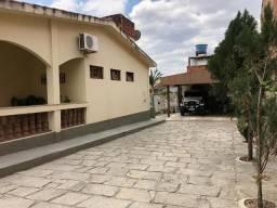 Vende-se casa no centro da cidade em Gravatá. RF275