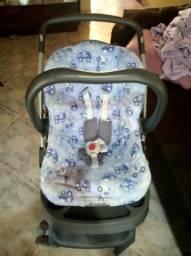 Carrinho de bebê Burigotto e bebê conforto