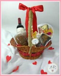 Cesta de Queijos e Vinho para o dia dos Namorados, usado comprar usado  Salvador