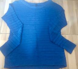 Blusa azul manga longa