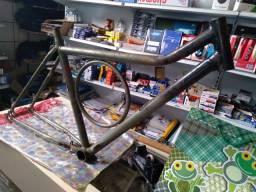 Quadro de bicicleta aro 26 Monark barra circular